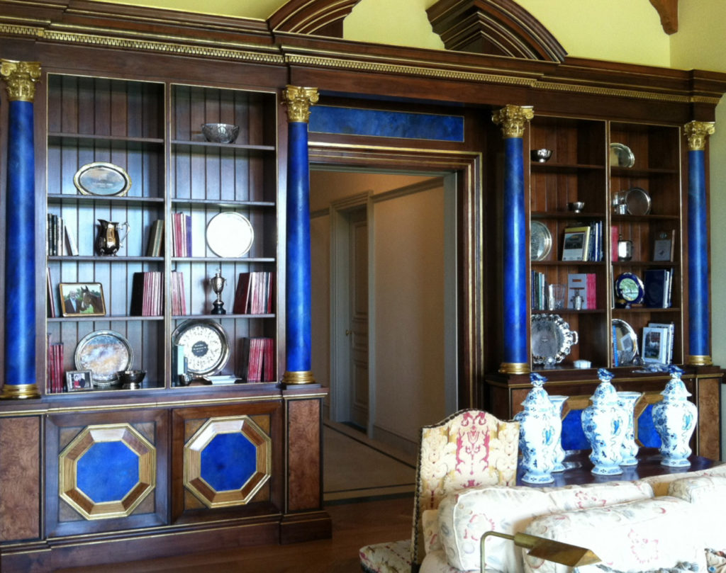 Trompe l'oeil lapis detailing in wood stained bookshelving with columns